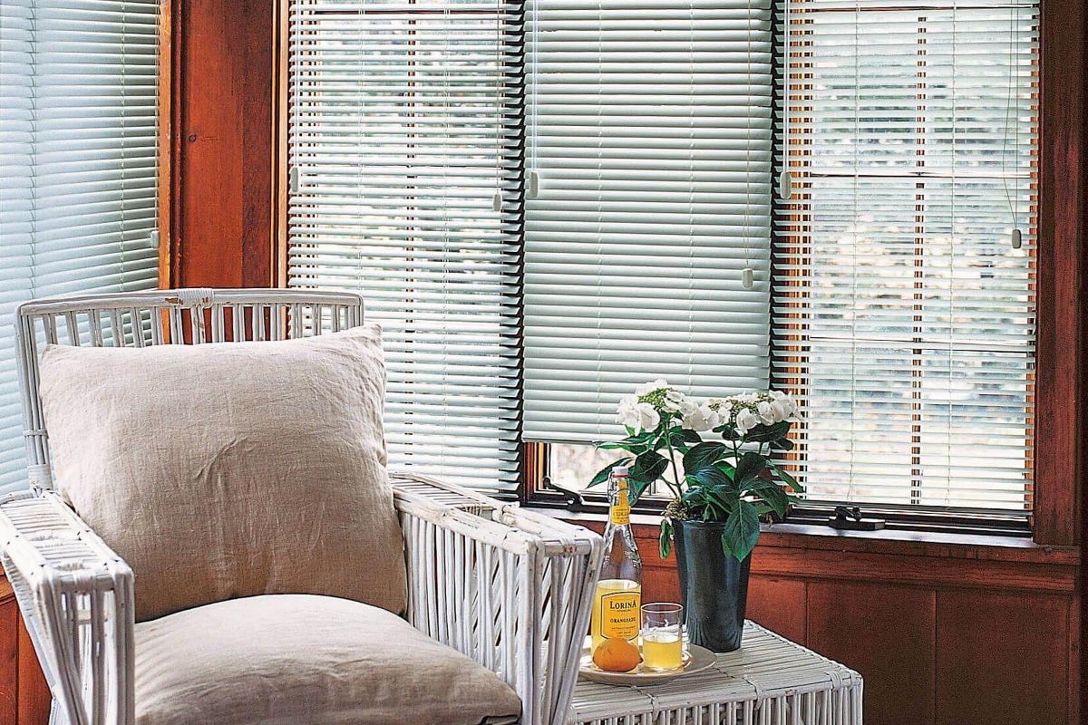 White aluminum blinds provides this space a nice contrast against the wood panels