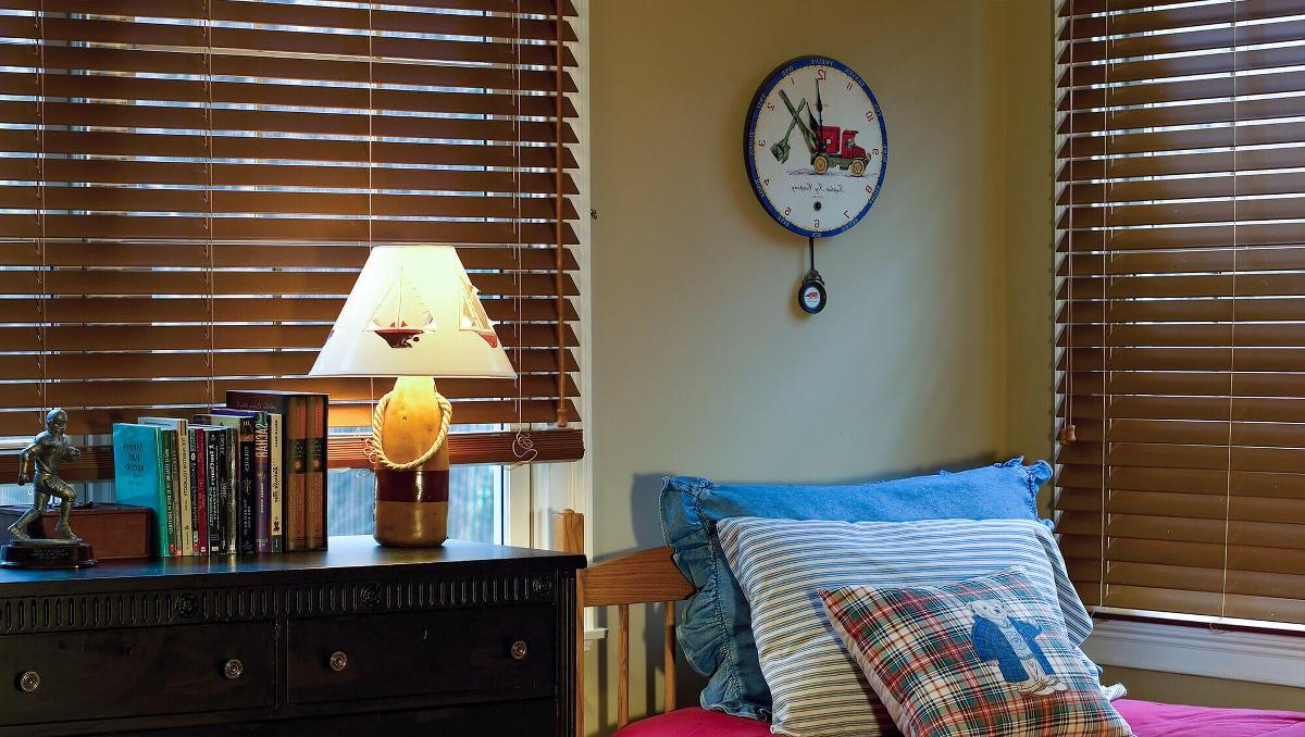 Faux wood blinds offers room darkening,privacy, light control option for bedrooms