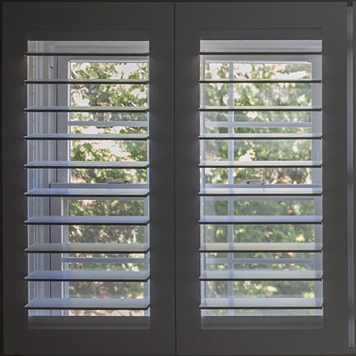 Close-up of Morview Shutters showing how there is no tilt rod in the middle.
