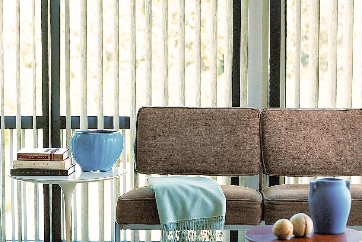 The S-shape vertical blinds vanes offers the soft look of curtains but with the low maintenance of vinyl